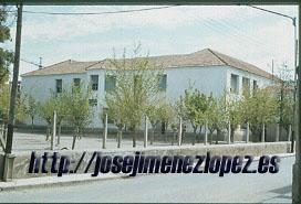 Escuelas Nuevas. Fachada Norte original de los años cuarenta. 1977-78